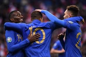فرنسا تدك شباك إيسلندا برباعية