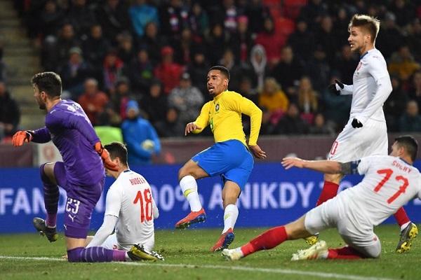 جيزوس يقود البرازيل للفوز على تشيكيا في الوقت القاتل