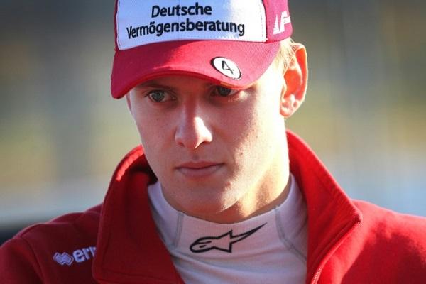 السائق الألماني ميك شوماخر