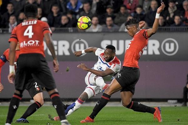 ليون يشدد الخناق على ليل في الدوري الفرنسي