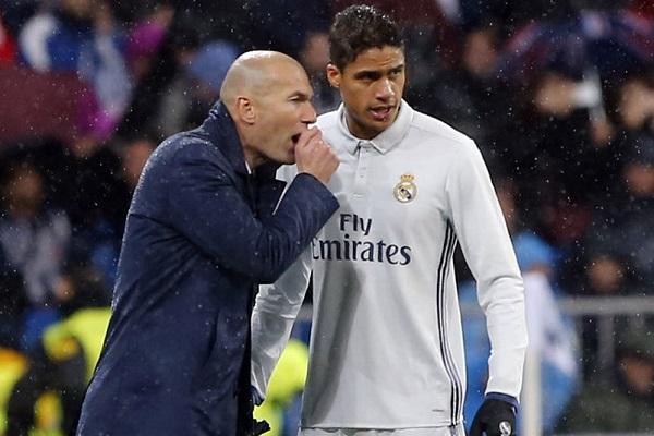 زيدان يكشف موقفه بشأن رحيل فاران عن ريال مدريد
