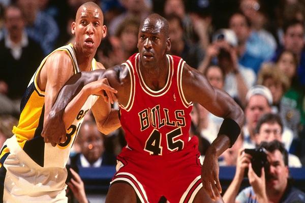 جوردان أفضل لاعب في تاريخ دوري كرة السلة الأميركي