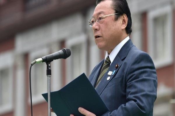 وزير أولمبياد طوكيو 2020 يوشيتاكا ساكورادا يلقي خطابا مع اطلاق العد العكسي