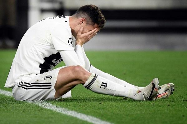 خيبة البرتغالي كريستيانو رونالدو في مباراة فريقه يوفنتوس الإيطالي ضد أياكس أمستردام