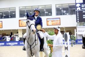 أنيتا ساندي تحرز جائزة المستوى الأول في منافسات الأسبوع 15 لدوري القفز بالشارقة