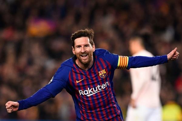 الأرجنتيني ليونيل ميسي يحتفل بتسجيل هدف لفريقه برشلونة في مرمى مانشستر يونايتد
