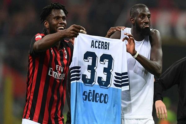 الاتحاد الايطالي يغرم ميلان للتلويح بقميص لاتسيو بعد الفوز