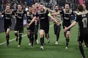 لاعبو أياكس يحتفلون بالفوز على يوفنتوس والتأهل الى الدور نصف النهائي لدوري أبطال أوروبا