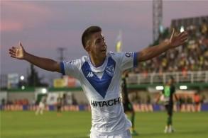 م اليافع تياغو ألمادا، لاعب فريق فيليز سارسفيلد الأرجنتيني