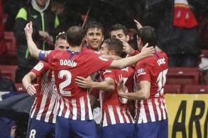 أتلتيكو يرجئ تتويج برشلونة بفوز مثير على فالنسيا