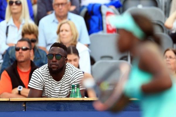 جوزي ألتيدور يتابع حبيبته سلون ستيفنز خلال مباراة لكرة المضرب في 11 آب/أغسطس 2017.
