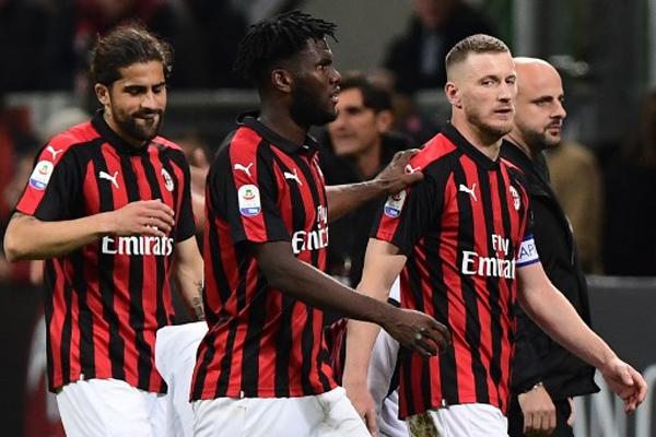 أبقى ميلان على حظوظه بالمشاركة في دوري أبطال أوروبا للمرة الأولى منذ موسم 2013-2014