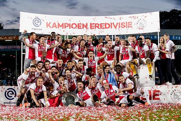 أياكس يتوج باللقب الـ 34 في الدوري الهولندي