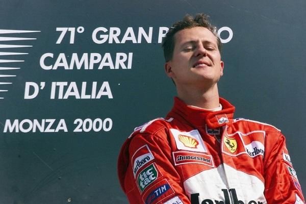 الألماني ميكايل شوماخر بعد فوزه بسباق جائزة إيطاليا الكبرى ضمن بطولة العالم للفورمولا واحد، في 10 أيلول/سبتمبر 2000.
