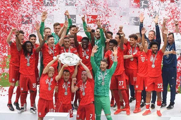 بايرن ميونيخ يتوج باللقب السابع تواليا في الدوري الألماني