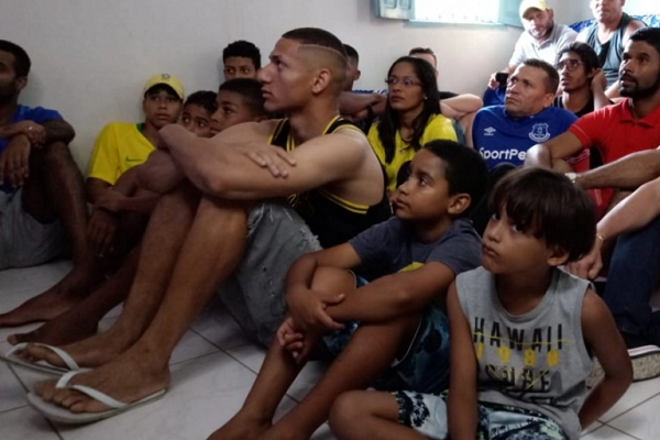 ردة فعل نجم إيفرتون عند سماع اسمه في قائمة منتخب البرازيل
