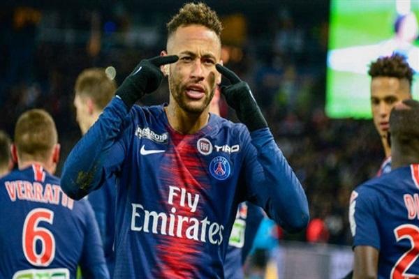وسائل الإعلام الإسبانية ترجح بقاء النجم البرازيلي نيمار دا سيلفا في صفوف باريس سان جيرمان الفرنسي لموسم آخر