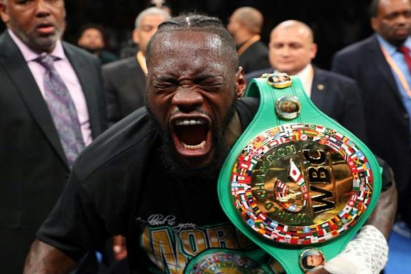 الملاكم الاميركي ديونتاي ويلدر يعبر بعنف عن نشوته بالفوز على متحديه مواطنه دومينيك بريزيل