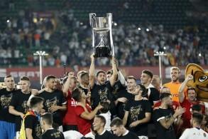 فالنسيا يعمق جراح برشلونة ويحرز لقبه الثامن في كأس إسبانيا