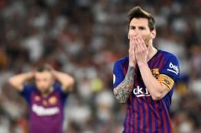 الأرجنتيني ليونيل ميسي في المباراة النهائية لمسابقة كأس إسبانيا التي خسرها فريقه برشلونة ضد فالنسيا