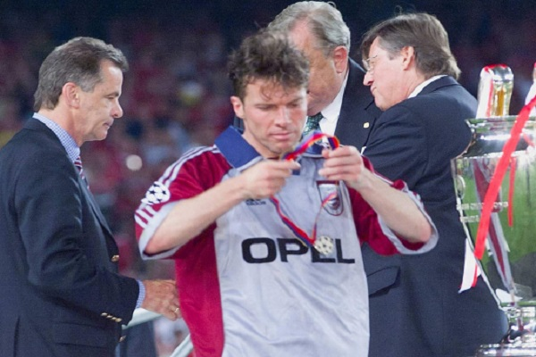 النجم الألماني السابق لوثر ماتيوس بعد نهائي دوري أبطال أوروبا عام 1999