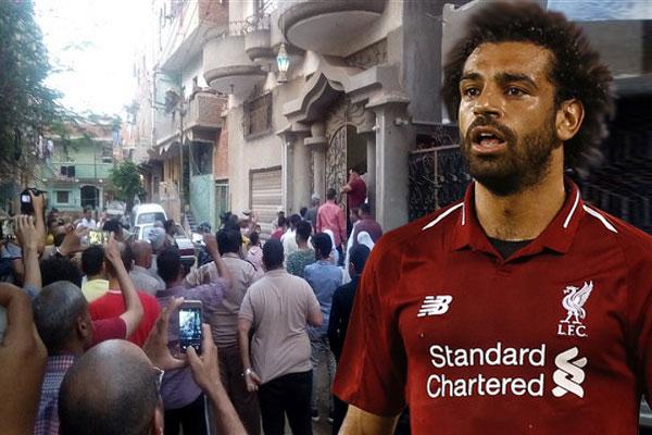 صلاح لم يتمكن من الخروج من منزله، وتم استدعاء قوات الأمن من أجل التدخل للحفاظ على اللاعب