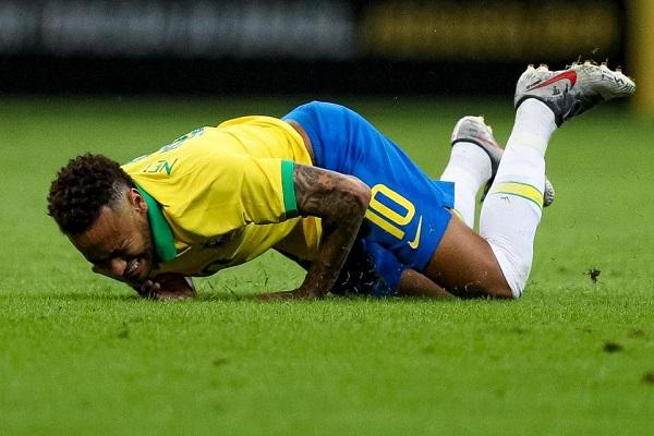 نيمار تعرض للاصابة في المباراة الودية التي جمعت منتخب البرازيل بمنتخب قطر