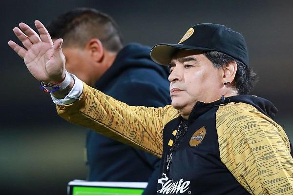 مارادونا يتخلى عن منصبه التدريبي في المكسيك وسيخضع لعمليتين