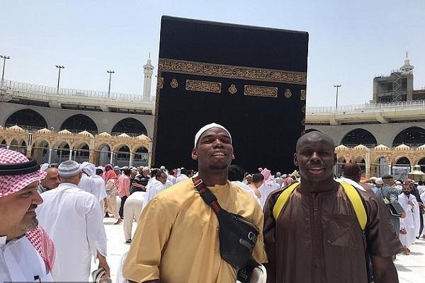بول بوغبا رفقة كورت زوما في مكة المكرمة