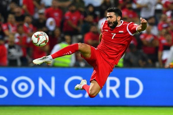 المهاجم عمر خريبين خلال مباراة بين منتخب بلاده سوريا ونظيره الفلسطيني