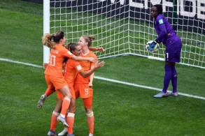 بلغت هولندا الدور ثمن النهائي من كأس العالم في كرة القدم للسيدات المقامة حاليا في فرنسا