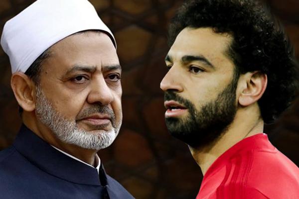 اتصل اللاعب محمد صلاح بشيخ الأزهر الدكتور أحمد الطيب، ليلًا، ودار بينهما حديث مطول