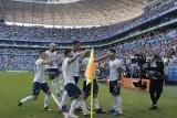 الأرجنتين تهزم قطر وترافق الأوروغواي والبيرو إلى ربع النهائي