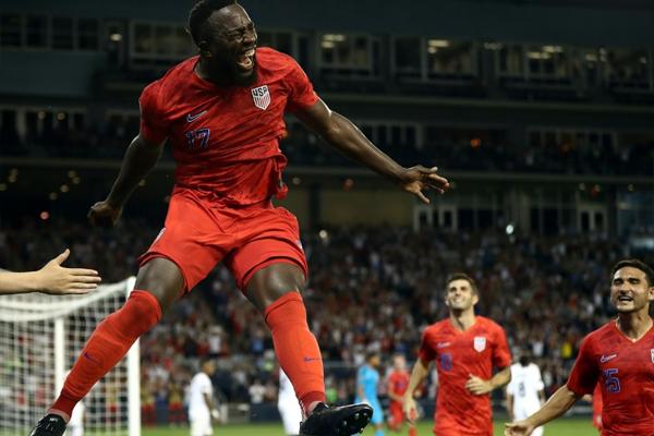 سجل جوزيه التيدور هدفا من كرة مقصية منح الولايات المتحدة حاملة اللقب الفوز على بنما