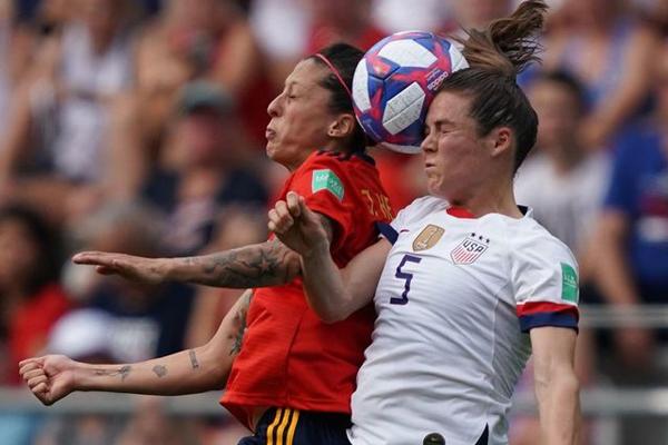 تخطت الولايات المتحدة حاملة اللقب عقبة إسبانيا بفوزها عليها 2-1