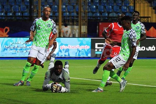 لاعبو نيجيريا يعلقون إضرابهم على خلفية المكافآت
