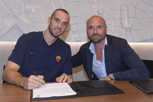 انتقل باو لوبيس إلى صفوف روما لمدة خمسة مواسم حتى عام 2024 مقابل 23,5 مليون يورو