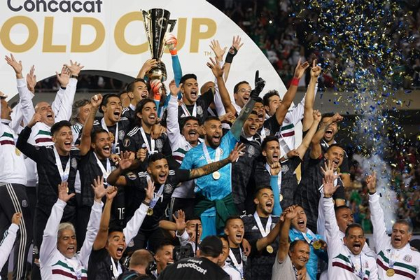 أحرزت المكسيك بطولة الكأس الذهبية للمرة الثامنة بفوزها على الولايات المتحدة 1-صفر