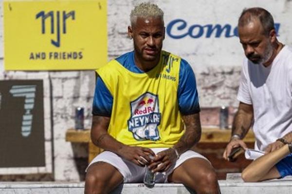 أثار نيمار انتقادات واسعة من مشجعي فريقه عبر مواقع التواصل