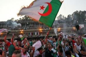 جزائريون يحتفلون في شوارع العاصمة بفوز منتخب بلادهم بلقب كأس الأمم الإفريقية