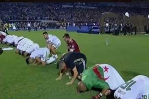 تباينت ردود الأفعال حول عدم سجود آندي ديلور وخاصة في الجزائر والعالم العربي