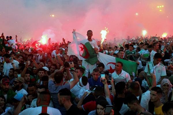 فرحة عارمة في الجزائر بعد اللقب القاري الثاني