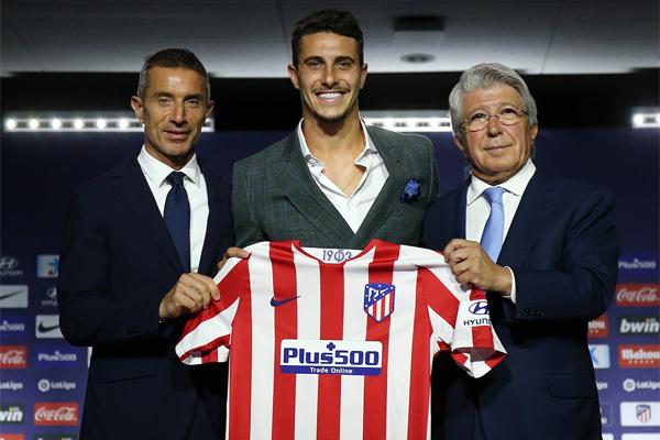 تدرج هرموسو في صفوف الفئات العمرية لريال مدريد، وارتدى قميص منتخب اسبانيا ثلاث مرات