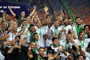 الفرحة الجزائرية بلقب ثانٍ بعد انتظار دام 29 عاما