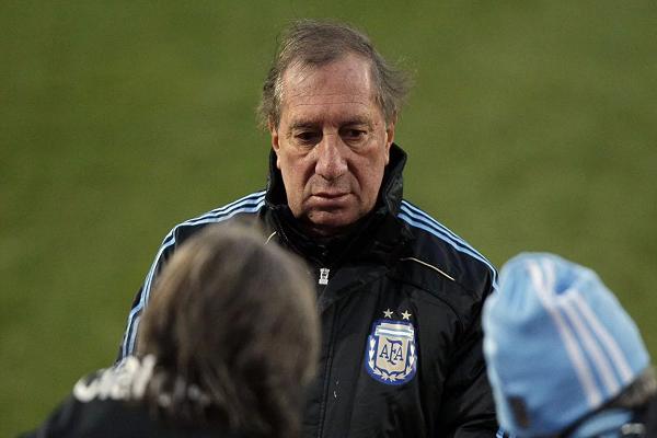 المدرب السابق للمنتخب الأرجنتيني كارلوس بيلاردو