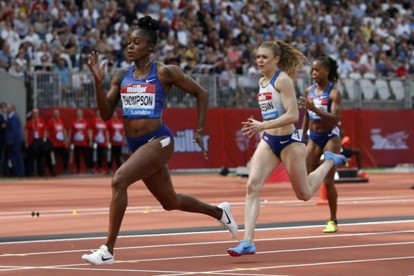 الجامايكية إيلين طومسون الفائزة بسباق 200 م في لقاء لندن ضمن الدوري الماسي لالعاب القوى