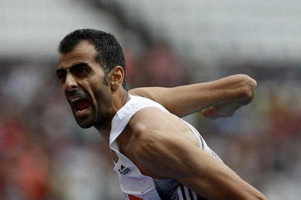 السوري مجد غزال يحتفل بتفوقه في منافسات الوثب العالي للقاء لندن ضمن الدوري الماسي لألعاب القوى