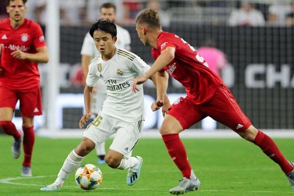 اللاعب الشاب الياباني تاكيفوسا كوبو خلال مباراة ريال مدريد وبايرن ميونيخ