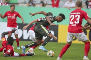 ودع ماينتس المشارك في دوري الدرجة الأولى مسابقة كأس المانيا لكرة القدم من دورها الاول