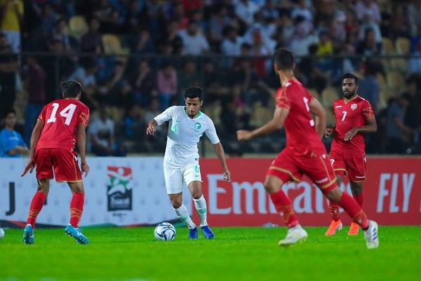 السعودية تتعثر مجددا بالتعادل مع البحرين في بطولة غرب آسيا